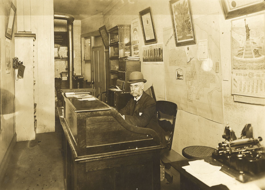 Alton Onthank at Work, 1911
