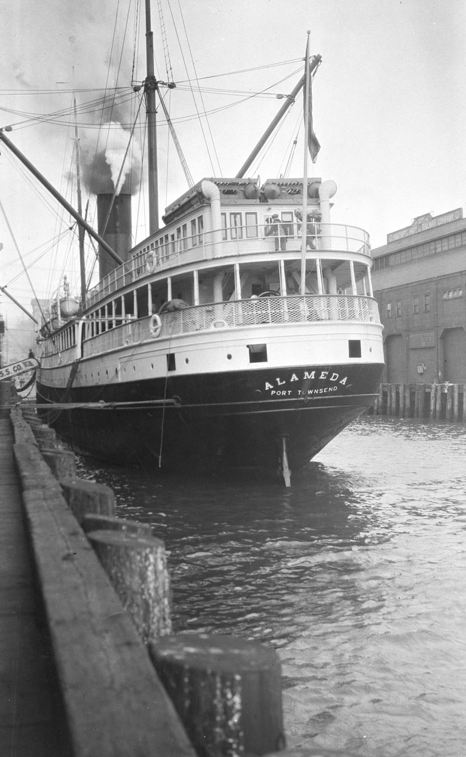 SS Alameda at Seattle Pier, 1917