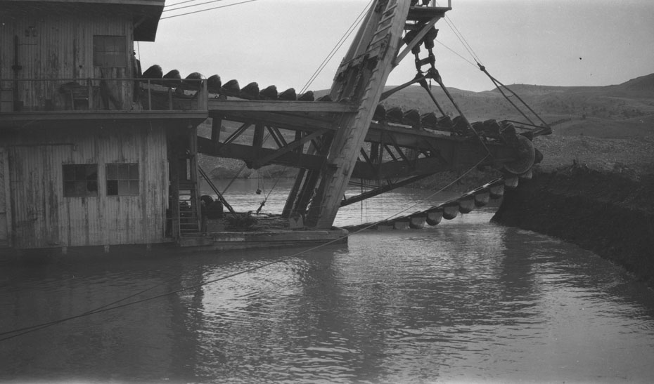 Historic Gold Dredges : Gold dredge historic hood river images from the
