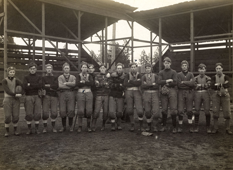 heights town football team 1910 historic hood river images from the history museum of hood. Black Bedroom Furniture Sets. Home Design Ideas