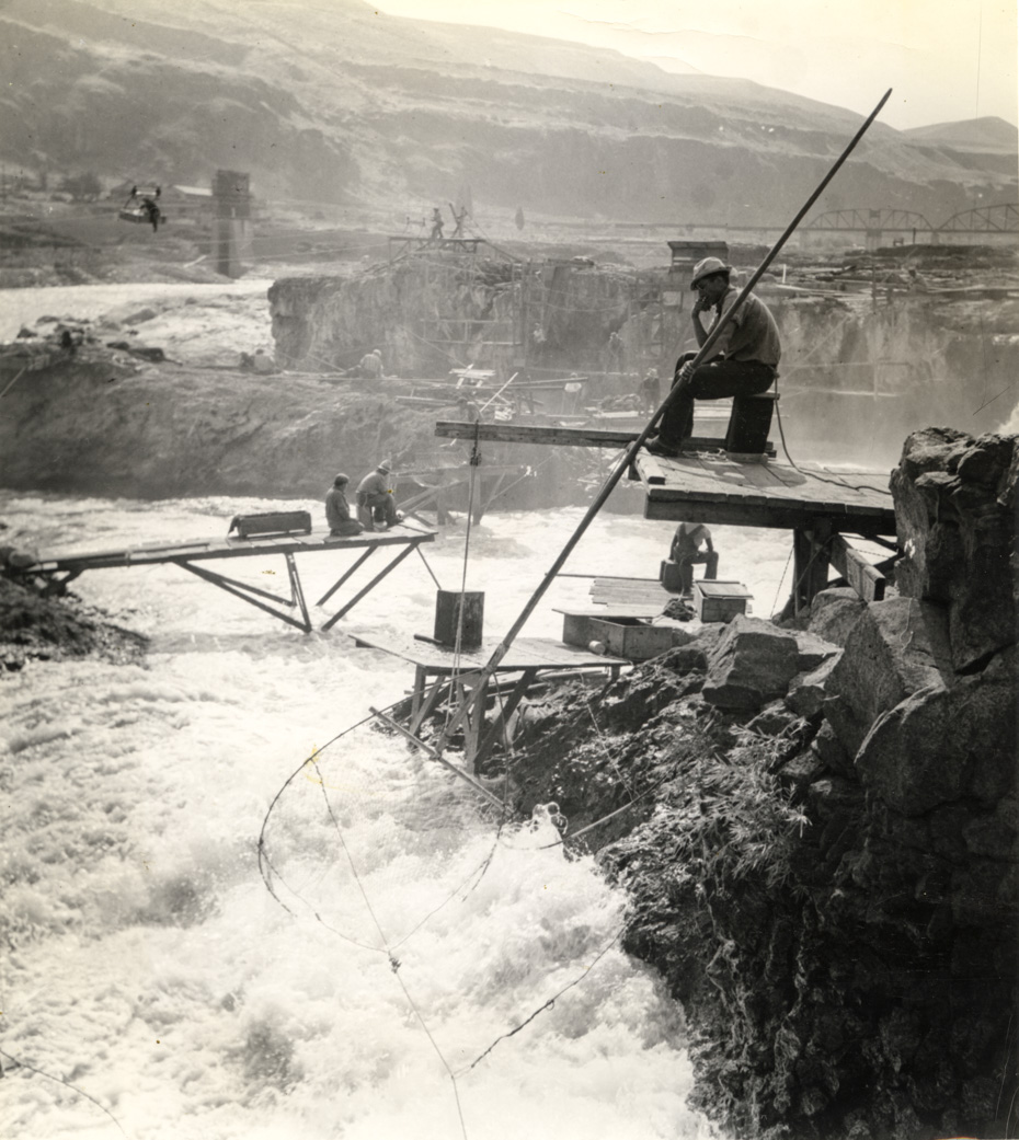 Celilo falls 1940 historic hood river images from the for Hood river fishing