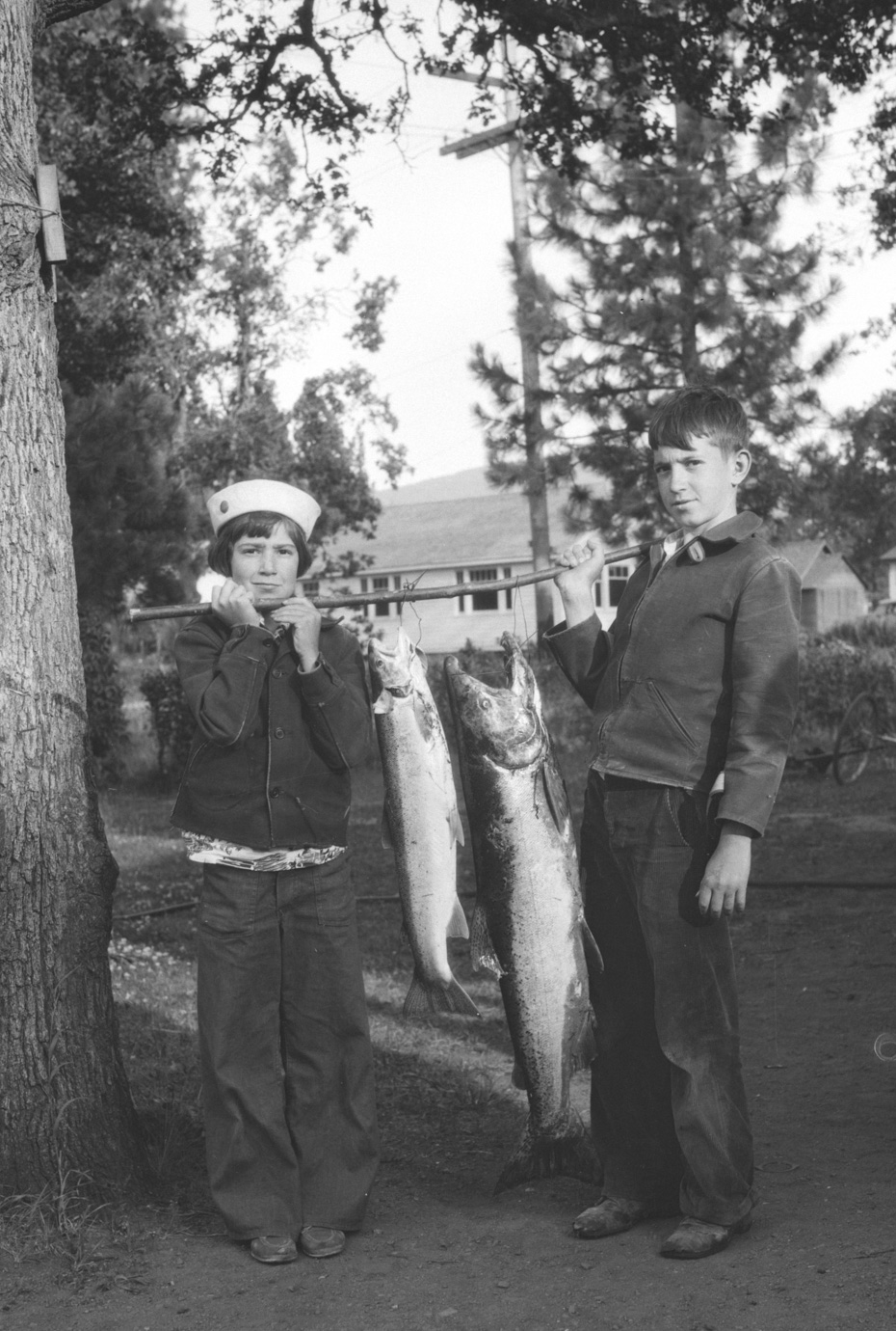 Steelhead and chinook historic hood river images from for Hood river fishing